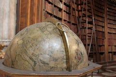 Старый глобус в Ã-sterreichische - национальной библиотеке Стоковое Фото