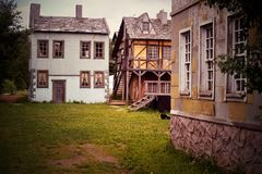 Старый дезертированный европеец вышел город стоковая фотография rf