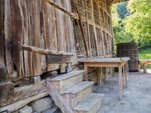 Старый деревянный амбар на районе Stana Бабы, Oreshak, Болгарии стоковые фотографии rf
