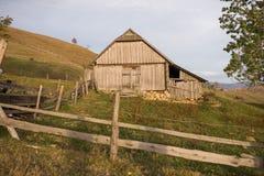 Старый деревянный дом в горах Стоковое Изображение RF