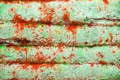 Старый деревянный загубленный дом желт Сельская покинутая хата покинутая дом Стоковое фото RF