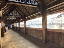 Старый деревянный мост Швейцарии стоковые фото