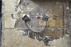 Старый деревянный фронт хобота с ручкой металла Стоковые Фото