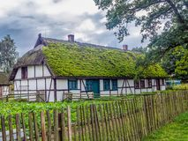Старый деревянный farmstead в Kluki, Польше Стоковые Изображения