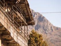 Старый дом в горах стоковая фотография rf