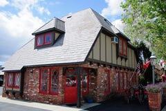 Старый дом в средневековой деревне в Калифорнии Стоковая Фотография RF