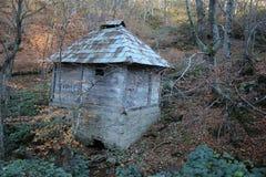 Старый дом на горе gora Jelova стоковые изображения