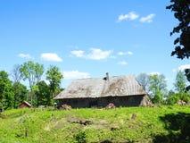 Старый дом на холме, Литве Стоковая Фотография