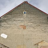 Старый дом с отказом стоковые изображения rf