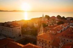 Старый европейский городок на заходе солнца от верхней части стоковая фотография