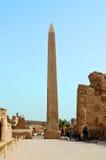 Старый египетский обелиск на виске Karnak Стоковое фото RF