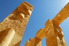 Старый египетский столбец и сценарий стоковые фотографии rf