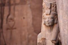 Старый египетский Isis богини и Ankh старый символ жизни стоковые изображения rf