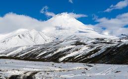 Старый действующий вулкан Avachinsky Стоковые Изображения
