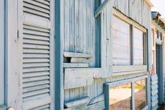Старый деревенский стиль деревянных запертых двери и стены Стоковые Фото