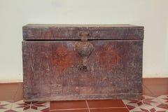 Старый деревянный комод, античный комод, ретро комод для людей которые как Стоковая Фотография RF