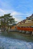 Старый деревянный мост шлюза в старом городе Thun Стоковое Изображение RF