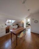 Старый деревянный обеденный стол кухни Стоковые Изображения RF