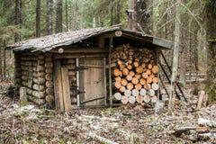 Старый деревянный охотничий домик Стоковая Фотография RF