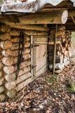 Старый деревянный охотничий домик Стоковые Фотографии RF