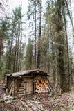 Старый деревянный охотничий домик Стоковые Изображения