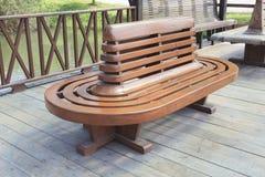 Старый деревянный стол в вокзале стоковое фото