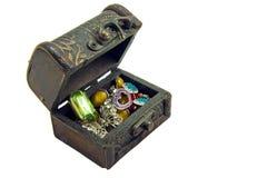 Старый деревянный сундук с сокровищами Стоковая Фотография RF