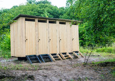 Старый деревянный туалет в деревне Стоковое Изображение RF