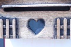 Старый деревянный ящик входящей почты Стоковые Изображения RF