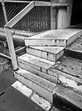 Старый железный всход лестниц в черно-белом Стоковое Фото
