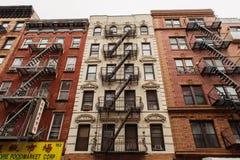 Старый жилой дом Нью-Йорка стоковые фото