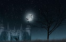 Старый загадочный замок с полнолунием и летучими мышами, старое дерево и звёздный крупный план неба Стоковое Изображение RF