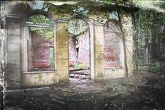 Старый загубленный дом в древесинах Стоковое Изображение