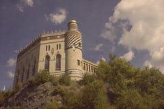 Старый замок внутри к лесу Стоковое Изображение