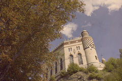 Старый замок внутри к лесу Стоковая Фотография