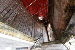 Старый замок внутрь стоковая фотография rf