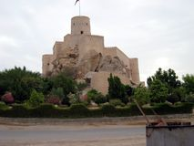 Старый замок в султанате Омана стоковое фото