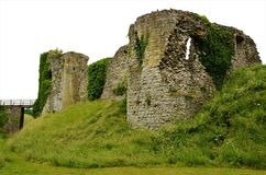 Старый замок в Helmsley - ориентир ориентирах северного Йоркшира стоковое фото rf
