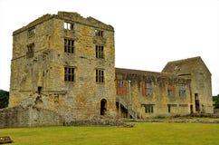 Старый замок в Helmsley - ориентир ориентирах северного Йоркшира стоковая фотография rf