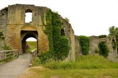 Старый замок в Helmsley - ориентир ориентирах северного Йоркшира стоковые изображения rf