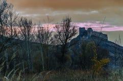 Старый замок поверх держателя стоковые фотографии rf