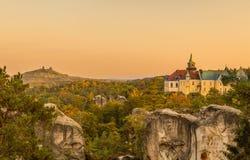 Старый замок фантазии и средневековый пейзаж замка Стоковое Изображение RF