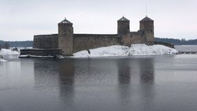 Старый замок Olavinlinna, после полудня в марте Savonlinna, Финляндия сток-видео