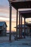 Старый западный городок в сельском Неш-Мексико как солнце устанавливает Стоковое Изображение