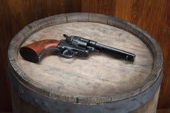Старый западный револьвер с патронами стоковые фотографии rf