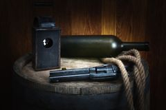 Старый западный револьвер с патроном стоковые фотографии rf