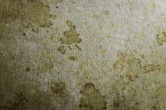Старый запятнанный желтый цвет и коричневая бумага текстурируют пустой шаблон предпосылки Стоковое Изображение RF