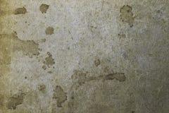 Старый запятнанный желтый цвет и коричневая бумага текстурируют пустой шаблон предпосылки Стоковая Фотография RF