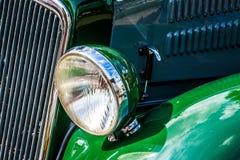 Старый зеленый автомобиль стоковое фото