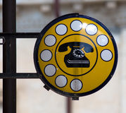 Старый знак общественного телефона Стоковое Фото